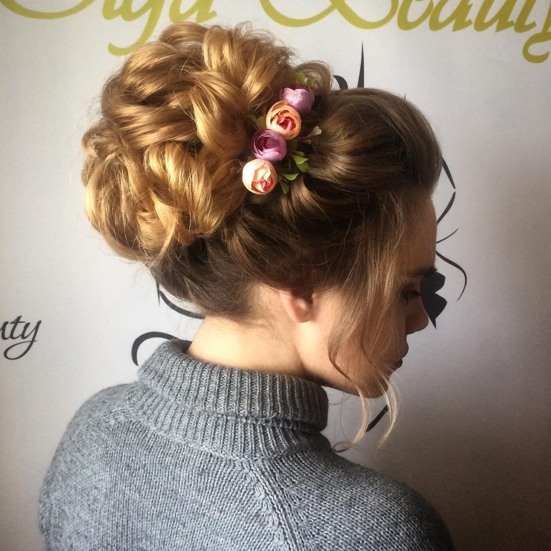 Прически на средние волосы: свадебные, вечерние, простые и красивые