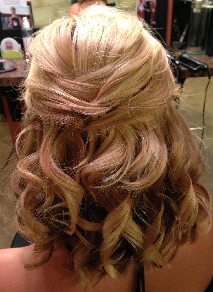 Причёска из кудрей на средние волосы