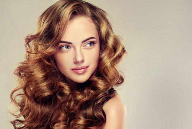 pricheski_na_srednie_volosi_-29-650x437 Прически с локонами на средние волосы своими руками