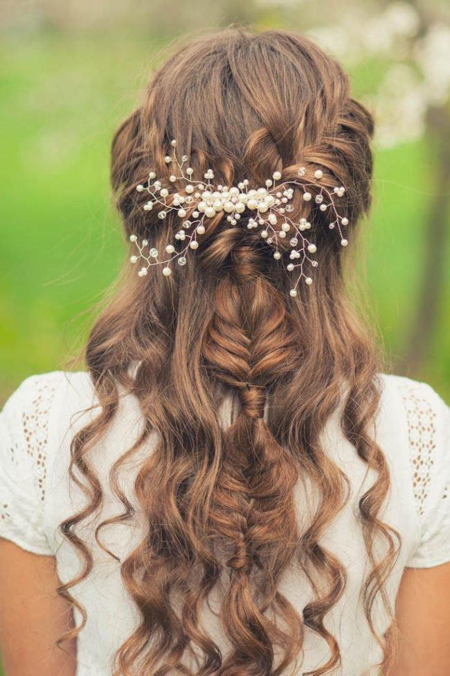 pricheski_na_srednie_volosi_-30-650x975 Прически с локонами на средние волосы своими руками