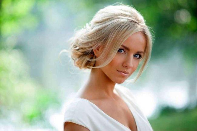 pricheski_na_srednie_volosi_-54-650x432 Высокие прически -фото самых красивых и стильных идей