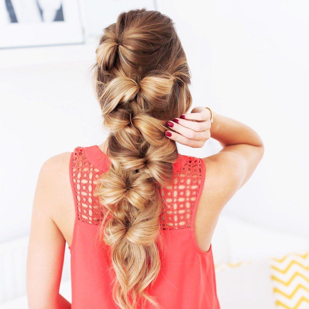 Прическа бантик из волос с косичкой