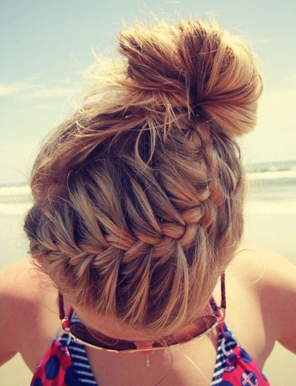 Фото красивых причёсок на средние волосы для девушек