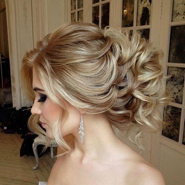 pricheski_na_vipysknoy_-10-650x650 Прически на длинные волосы на выпускной 2019 - 129 фото