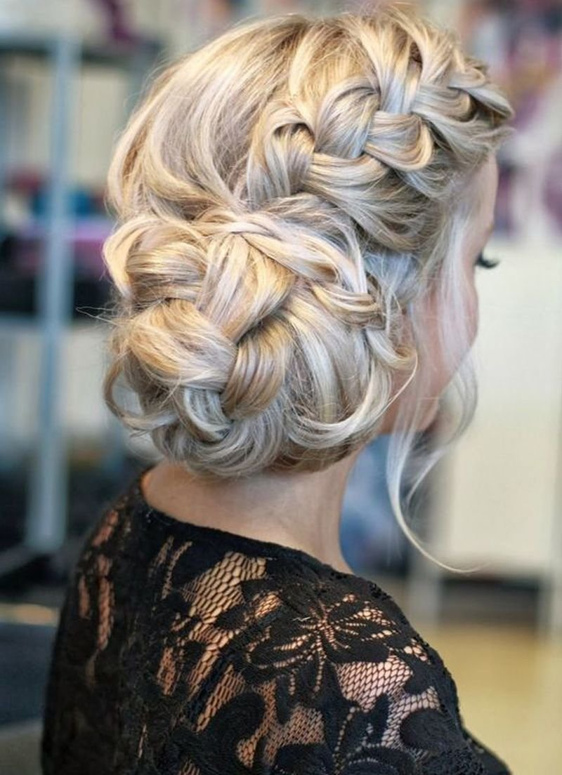 Прическа вечерняя на средние волосы с косами