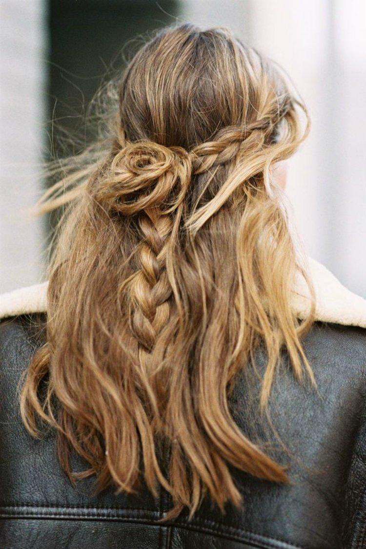 Прически из косичек и распущенных волос