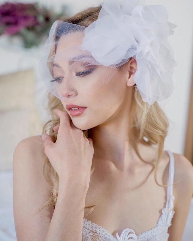 sadebnie_pricheski_na_srednie_volosi_-13-650x812 Прически на средние волосы: 100 фото самых стильных укладок