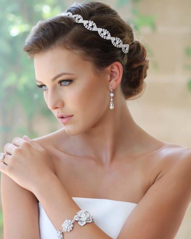 sadebnie_pricheski_na_srednie_volosi_-2-650x812 Прически на средние волосы: 100 фото самых стильных укладок