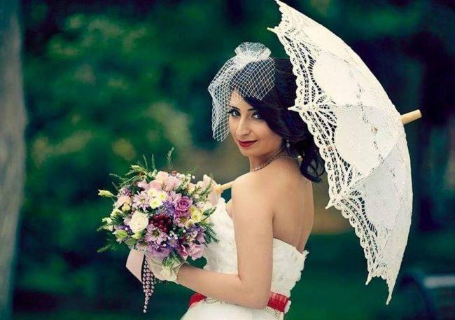 sadebnie_pricheski_na_srednie_volosi_-25-650x457 Прически на средние волосы: 100 фото самых стильных укладок
