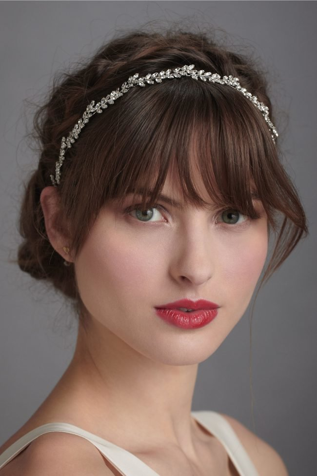 sadebnie_pricheski_na_srednie_volosi_-27-650x976 Прически на средние волосы: 100 фото самых стильных укладок