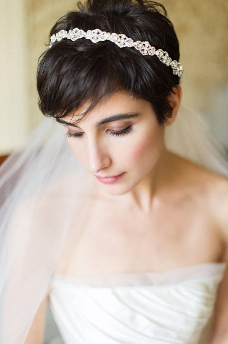 Свадебные прически на короткие волосы 2017 с фатой и челкой