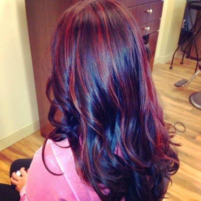 Волосы чёрные с красным