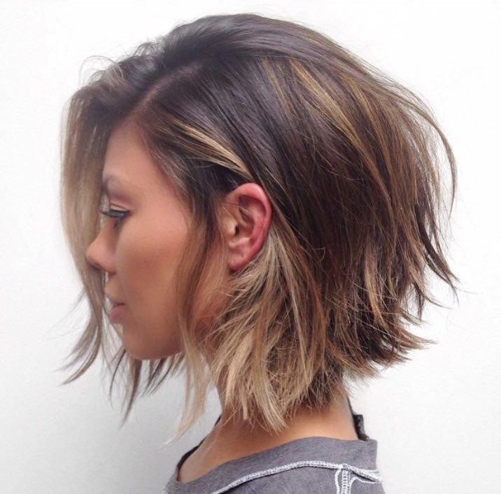 Градуированное каре боб на короткие волосы