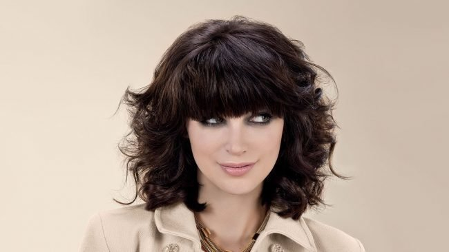 Градуированное каре фото на вьющиеся волосы