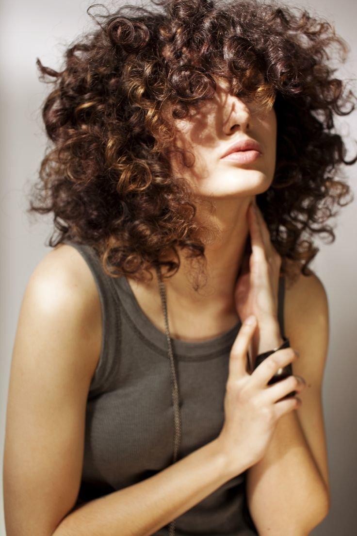 Как сделать чтобы волосы были волнистыми без плойки