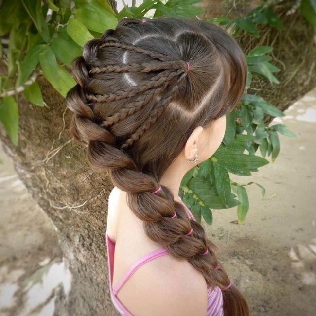 pricheski-devochkam-na-vypusknoj-v-detskom-sadu_ (11)
