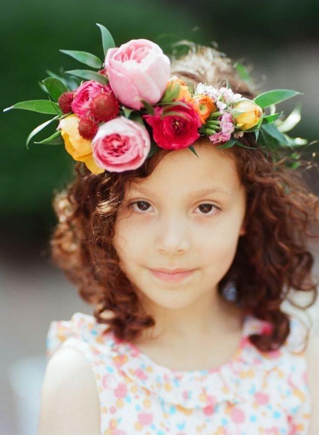 pricheski-devochkam-na-vypusknoj-v-detskom-sadu_ (12)