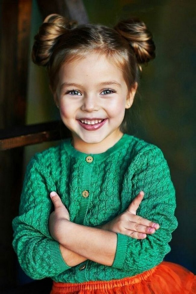 pricheski-devochkam-na-vypusknoj-v-detskom-sadu_ (29)