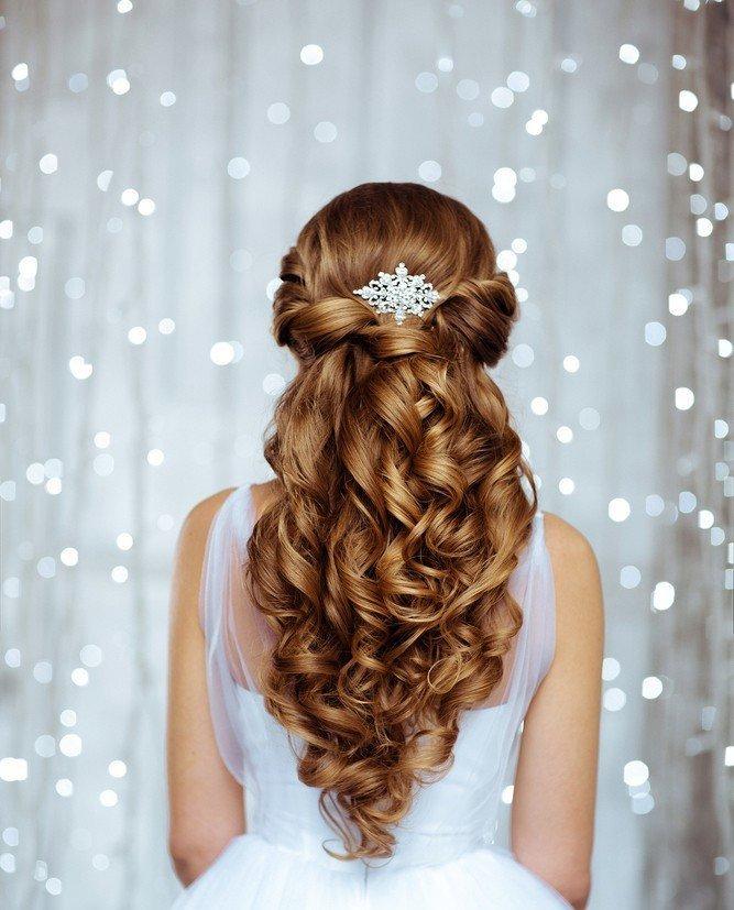 Прическа на выпускной на накрученные волосы фото