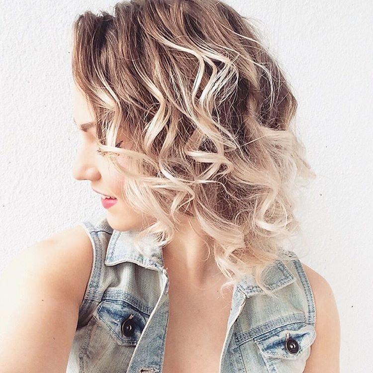Эффект мокрых волос: 30 фото причесок