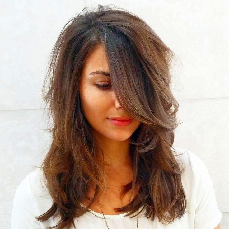 Фото модной стрижек на среднюю длину волос