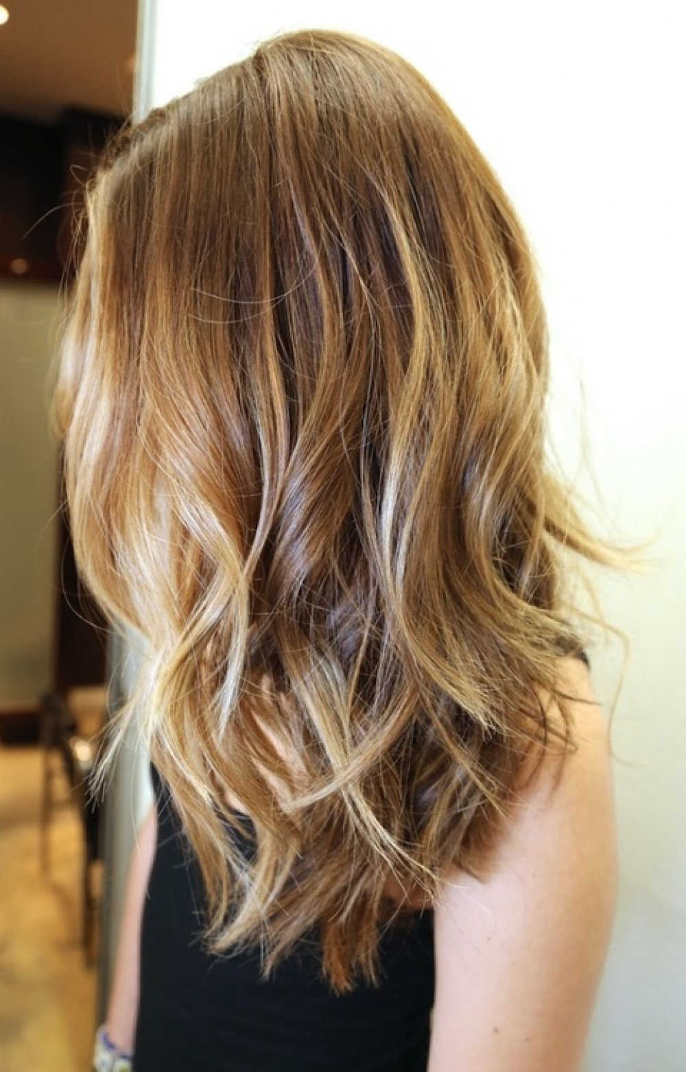 Как сделать светлые пряди на каштановых волосах