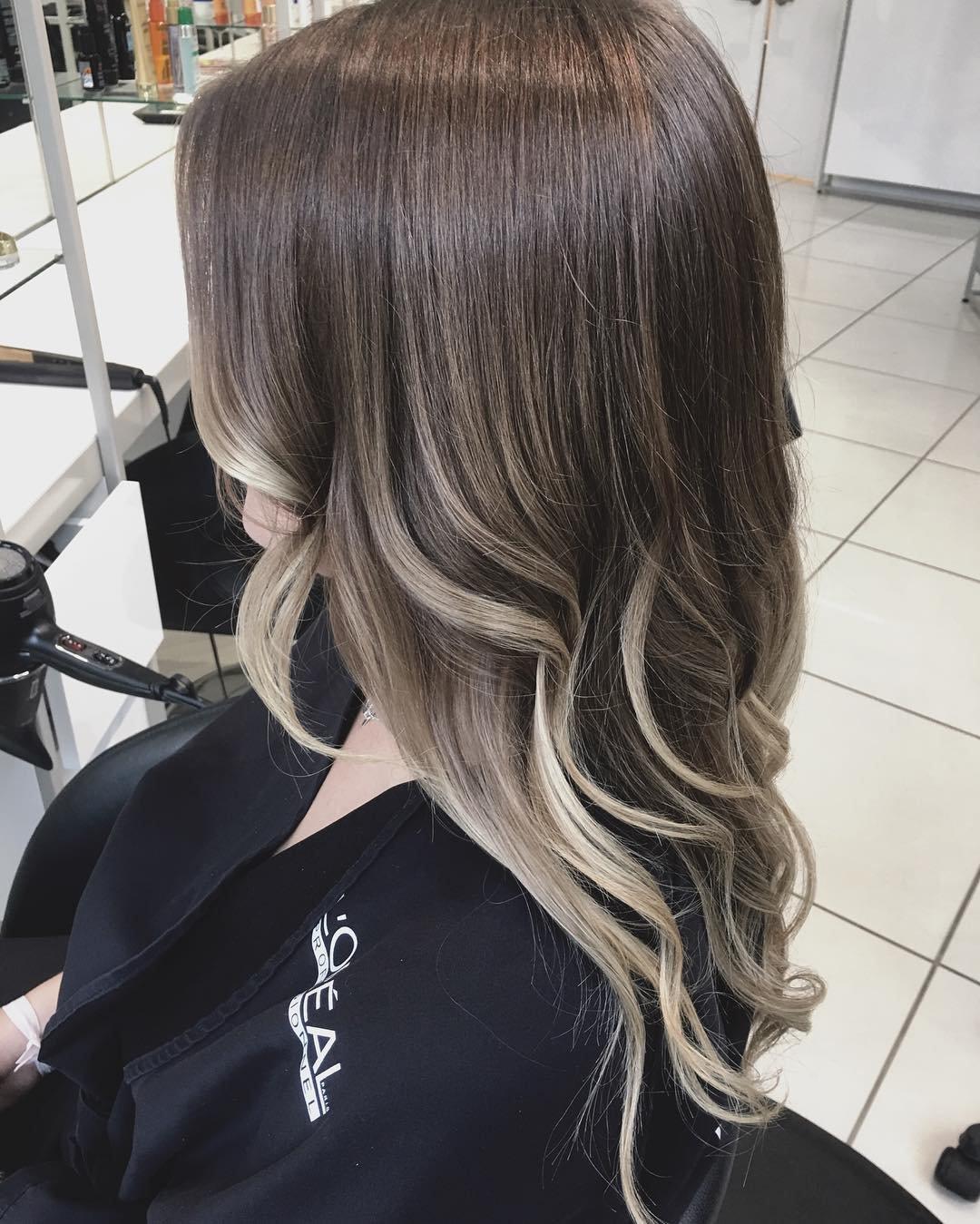 Модное окрашивание омбре на темные волосы 50 фото
