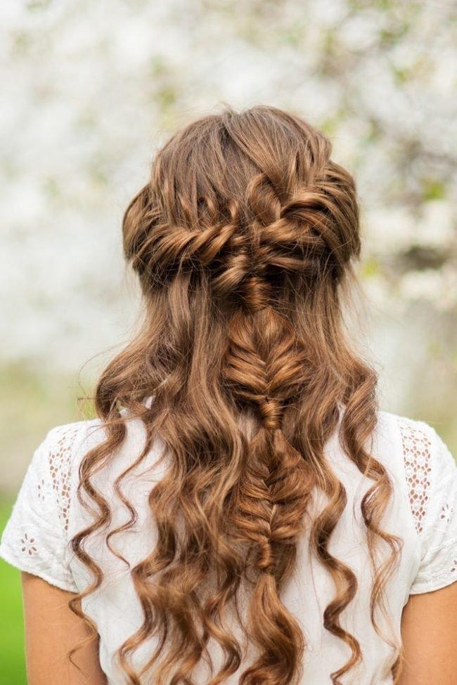 pricheski-na-dlinnye-gustye-volosy_ (26)