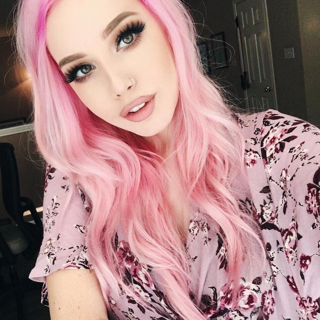 Светло-розовые волосы