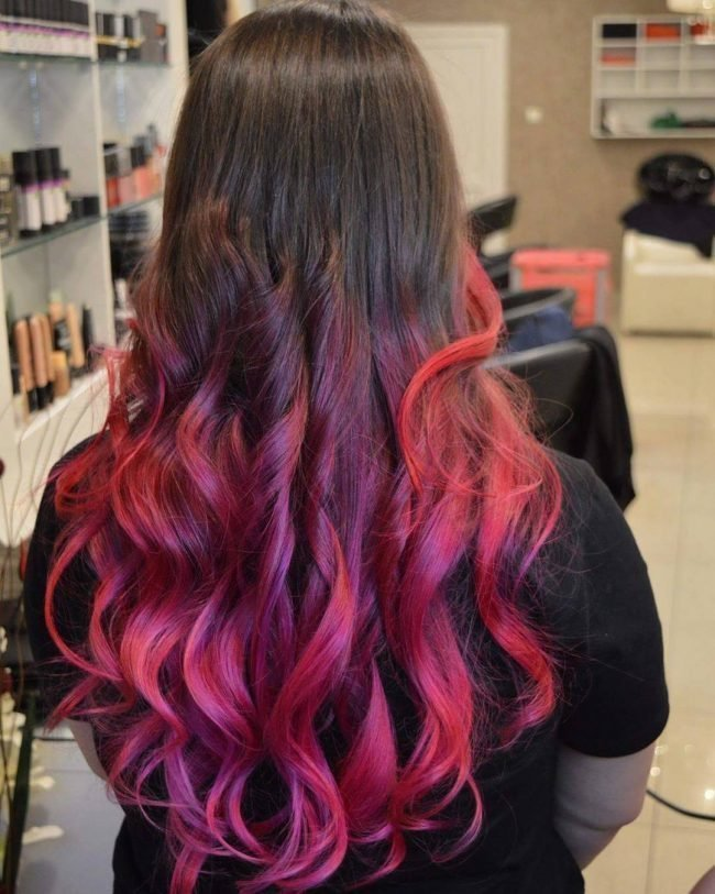 Кончики волос розового цвета