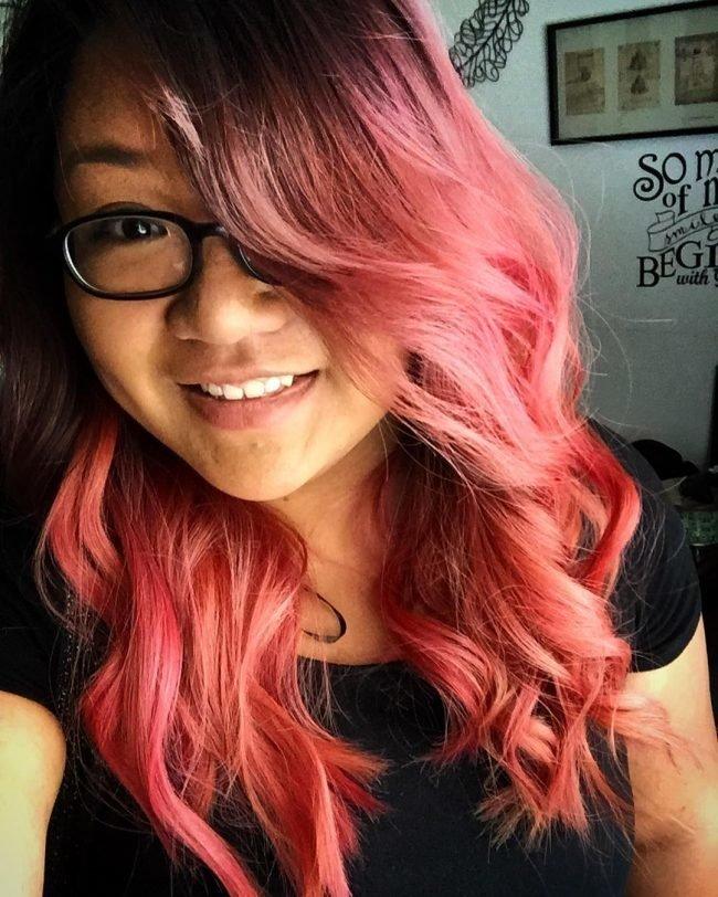 Красно розовые волосы