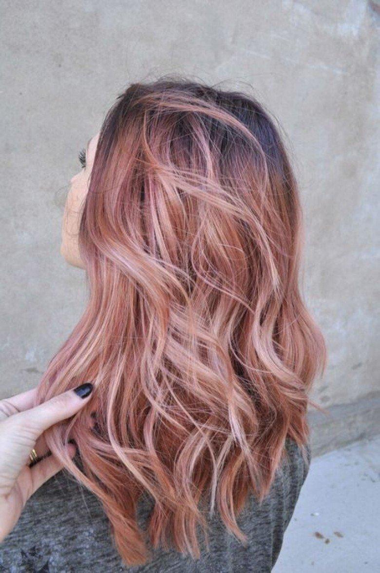 Бежево-розовый цвет волос фото