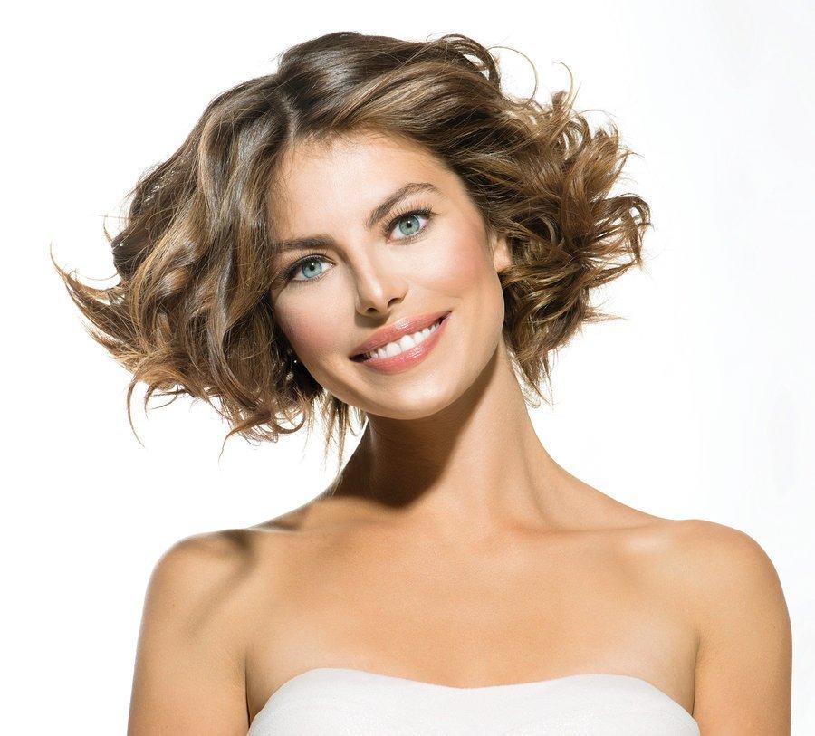 стрижка женская на среднюю длину фото