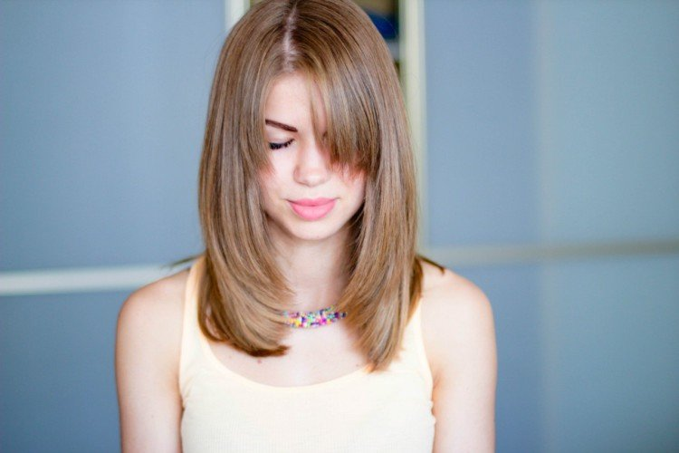 фото каскад на средние и короткие волосы фото