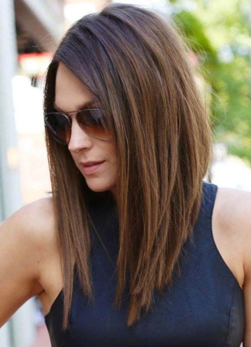 Укладка на волосы средней длины без чёлки