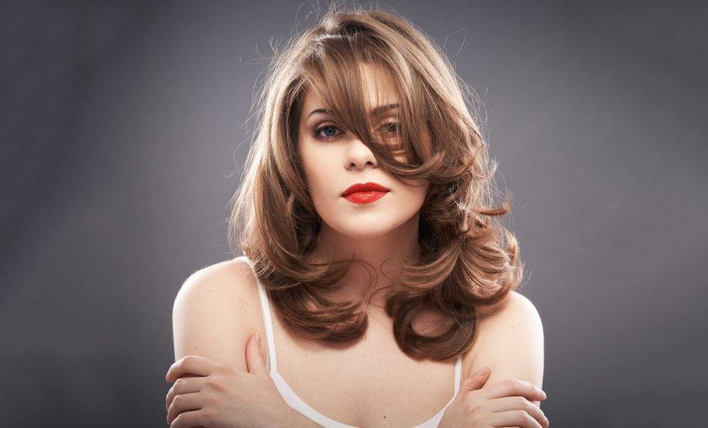 ukladka-volos-srednej-dliny_-8 Прически на средние волосы: 100 фото самых стильных укладок