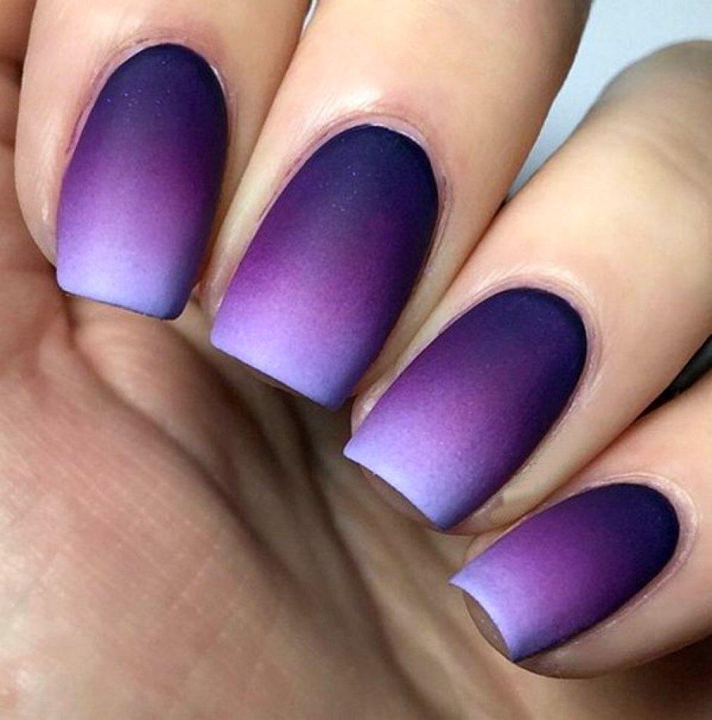 Омбре на ногтях с фиолетовым