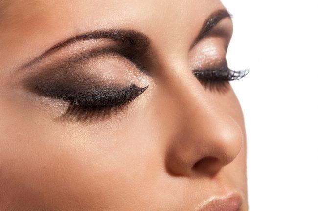 kak-pravilno-nanosit-makijazh-na-lico_ (25)