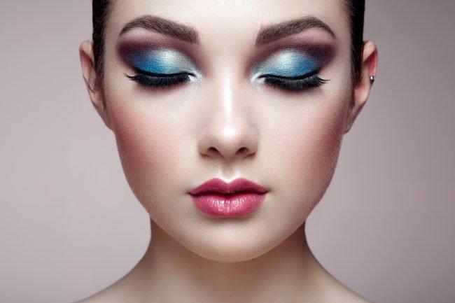 kak-pravilno-nanosit-makijazh-na-lico_ (56)
