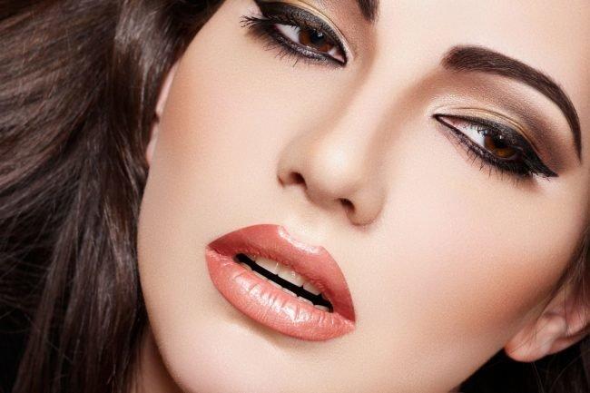 kak-pravilno-nanosit-makijazh-na-lico_ (32)