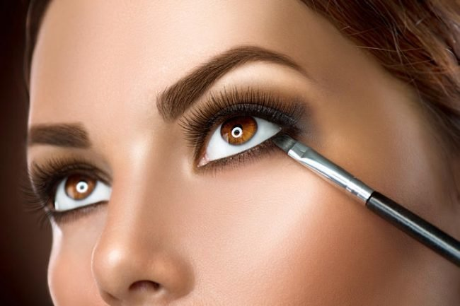 kak-pravilno-nanosit-makijazh-na-lico_ (44)