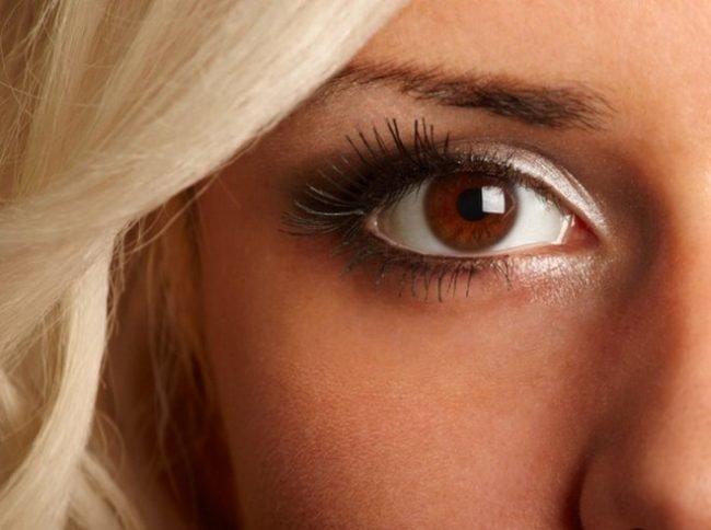 makiyazh-dlya-karix-glaz-poshagovoe-foto_-36-650x484 Блондинки с карими глазами - 164 фото макияжа
