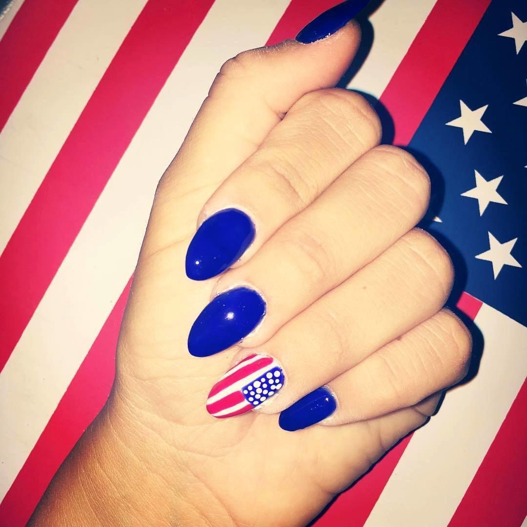 Фото ногтей российского флага