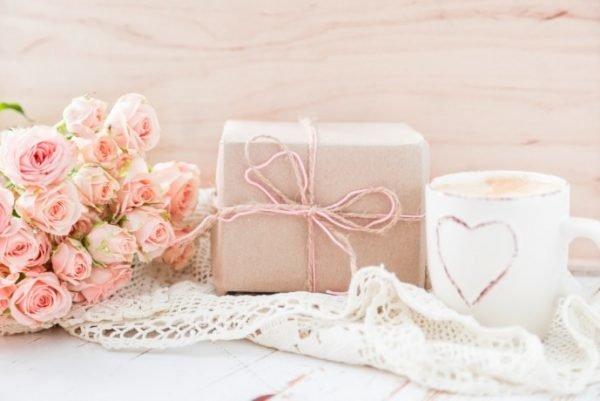 Как собрать коробочку для подарка? Chto-mozhno-podarit-mame-na-den-rozhdenija_10-600x401