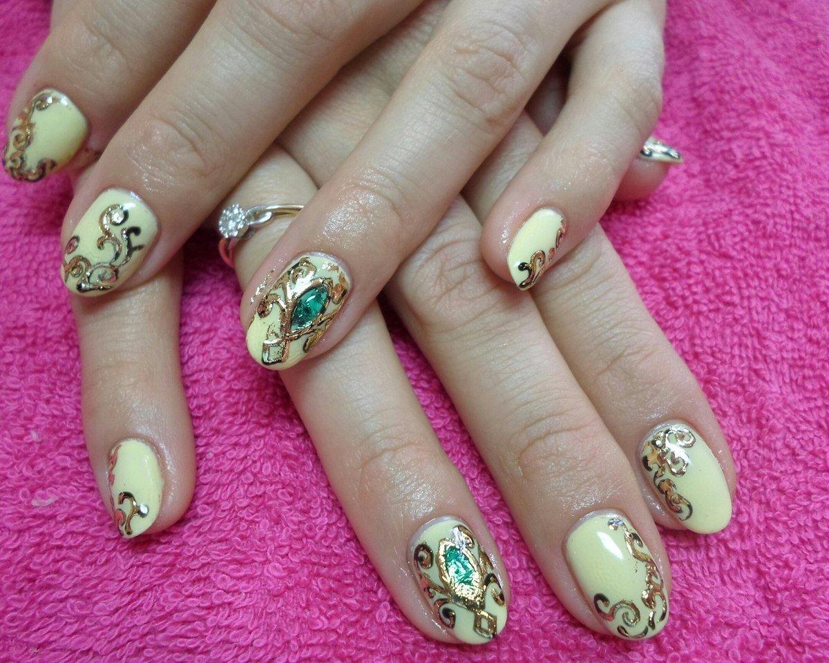 Фото дизайна ногтей с камушками