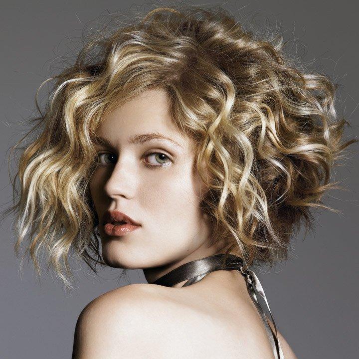 фото стрижек на длинные волосыв химической завивки мода 2016