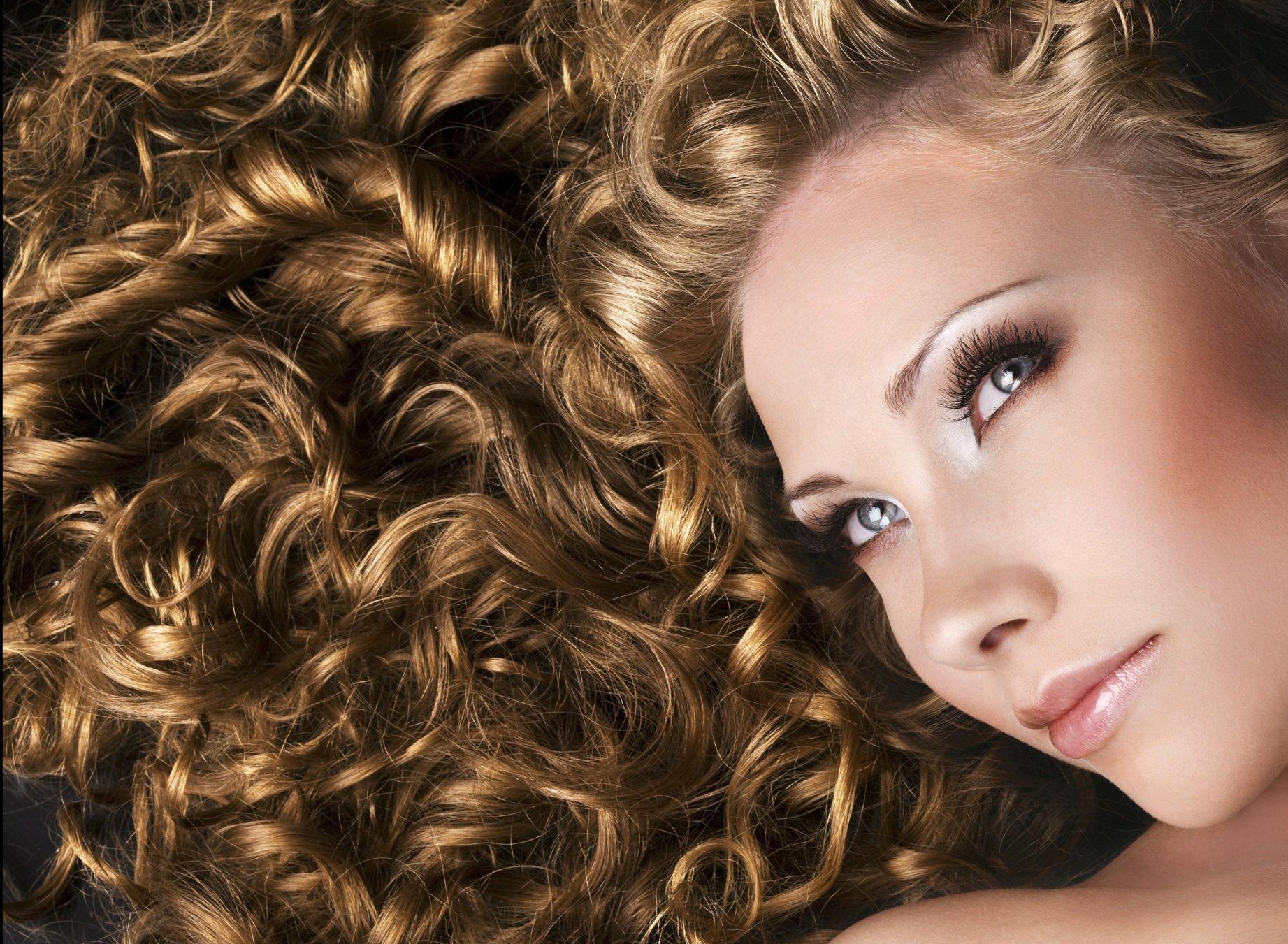Прически на пышные волосы в домашних условиях