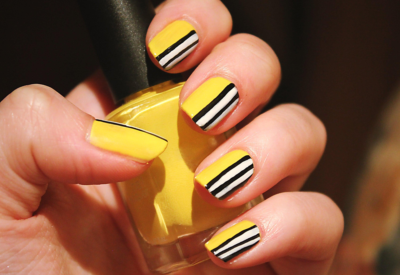 Яркий желтый оранжевый маникюр