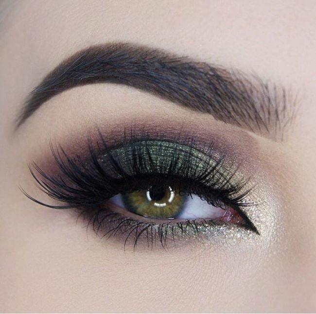 Оптимальным вариантом для «дымчатого макияжа» является сочетание 4–5  оттенков 4ef44ed26aa89