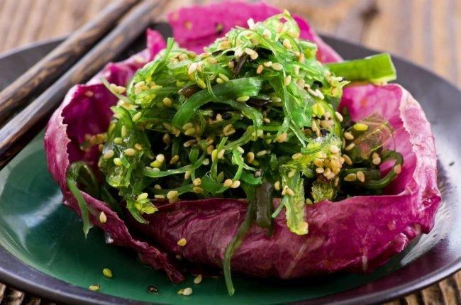 Салат с отварной куриной грудкой и сыром